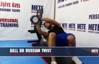 Top ile Dambıl Rus Tvisti – Evde Pilates Hareketleri – Bel İnceltme