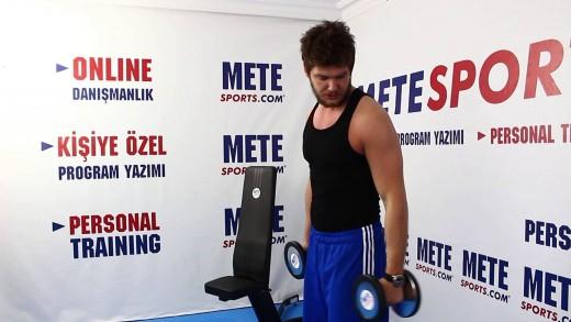 Dönüşümlü Çekiç Körl – Bicepsi Uzattığı Sanılan Egzersiz